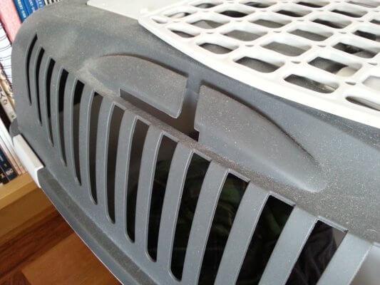 Katzentransportbox mit Lasche für Sicherheitsgurt